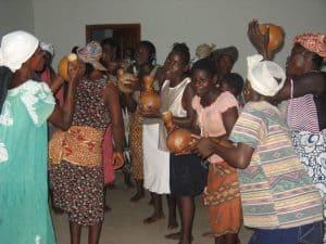 vrouwen feesten in Ghana